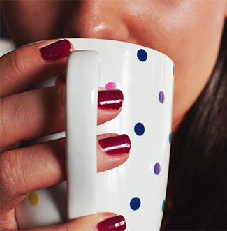 Tomar café y cepillarte los dientes